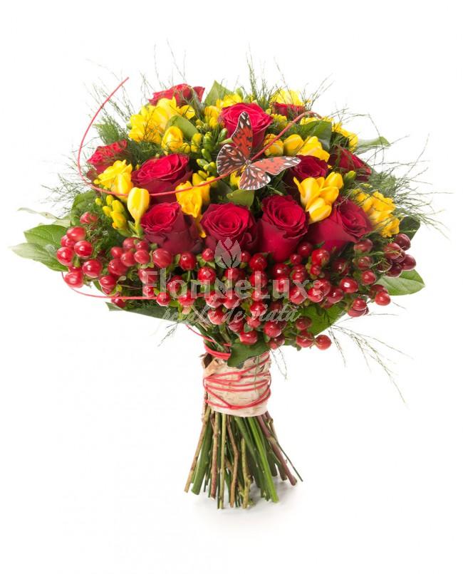 buchet frezii si trandafiri, flori de primavara
