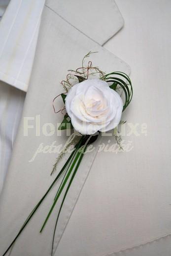 cocarda_trandafir_alb