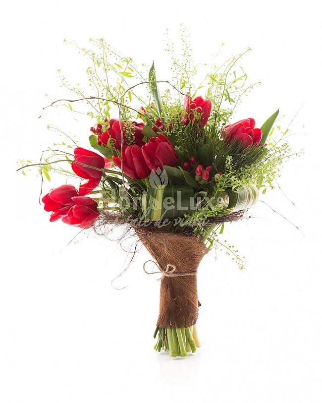 buchete-lalele-rosii-rustice