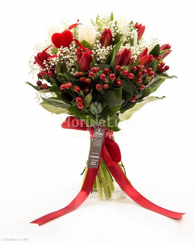 buchete-lalele-rosii-si-hypericum