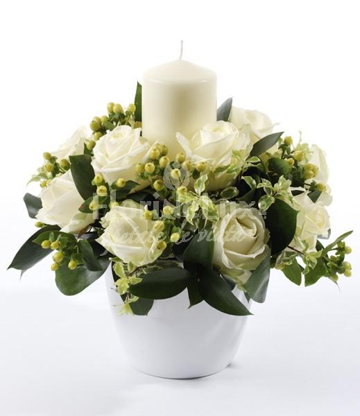 Aranjament Craciun  Aranjament de Craciun trandafiri albi  https://www.floridelux.ro/aranjament-de-craciun-trandafiri-albi.html
