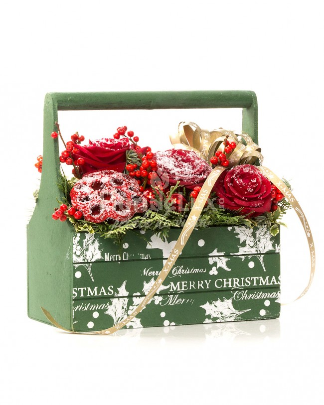 Aranjament Craciun Cos cu flori Merry Christmas!  https://www.floridelux.ro/cos-cu-flori-merry-christmas.html