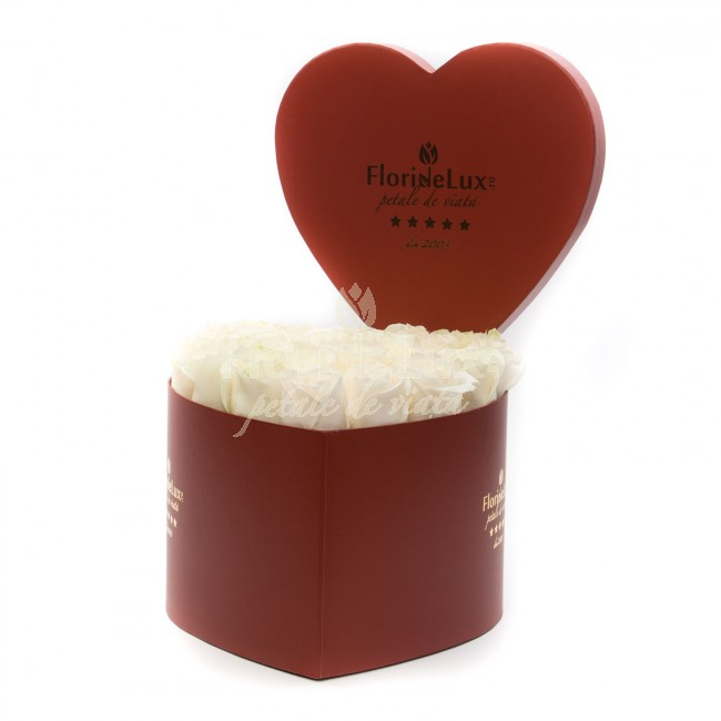 cutie inima cu trandafiri albi superbi