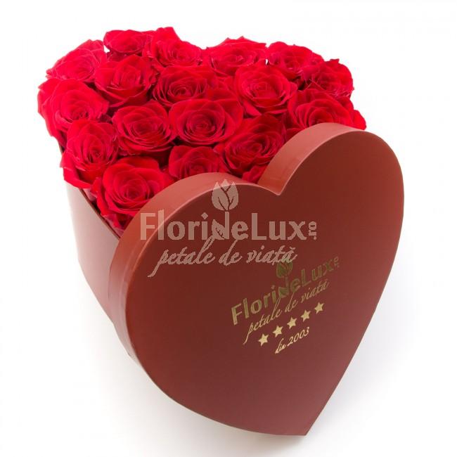 cutie inima trandafiri rosii
