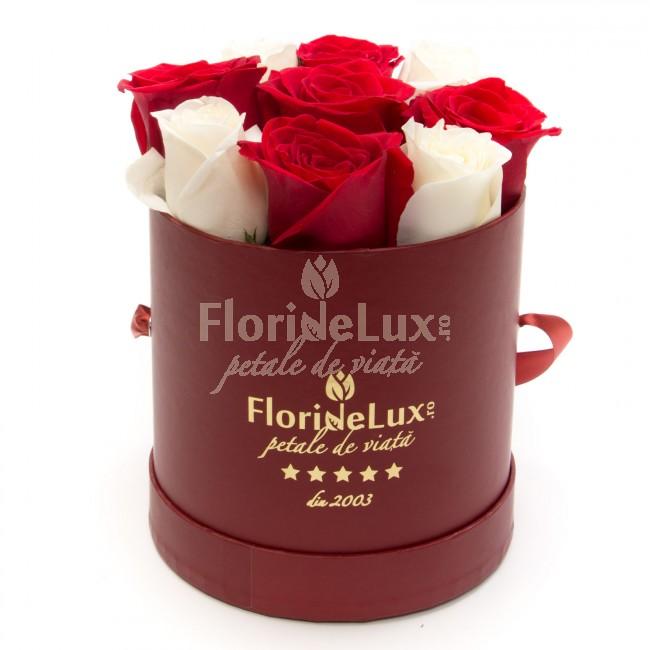 cutie trandafiri rosii si albi