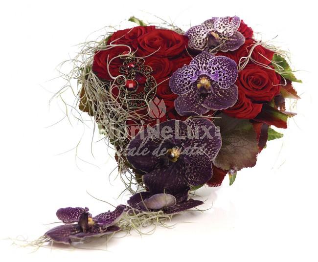 buchet_de_mireasa_inima_de_trandafiri_rosii