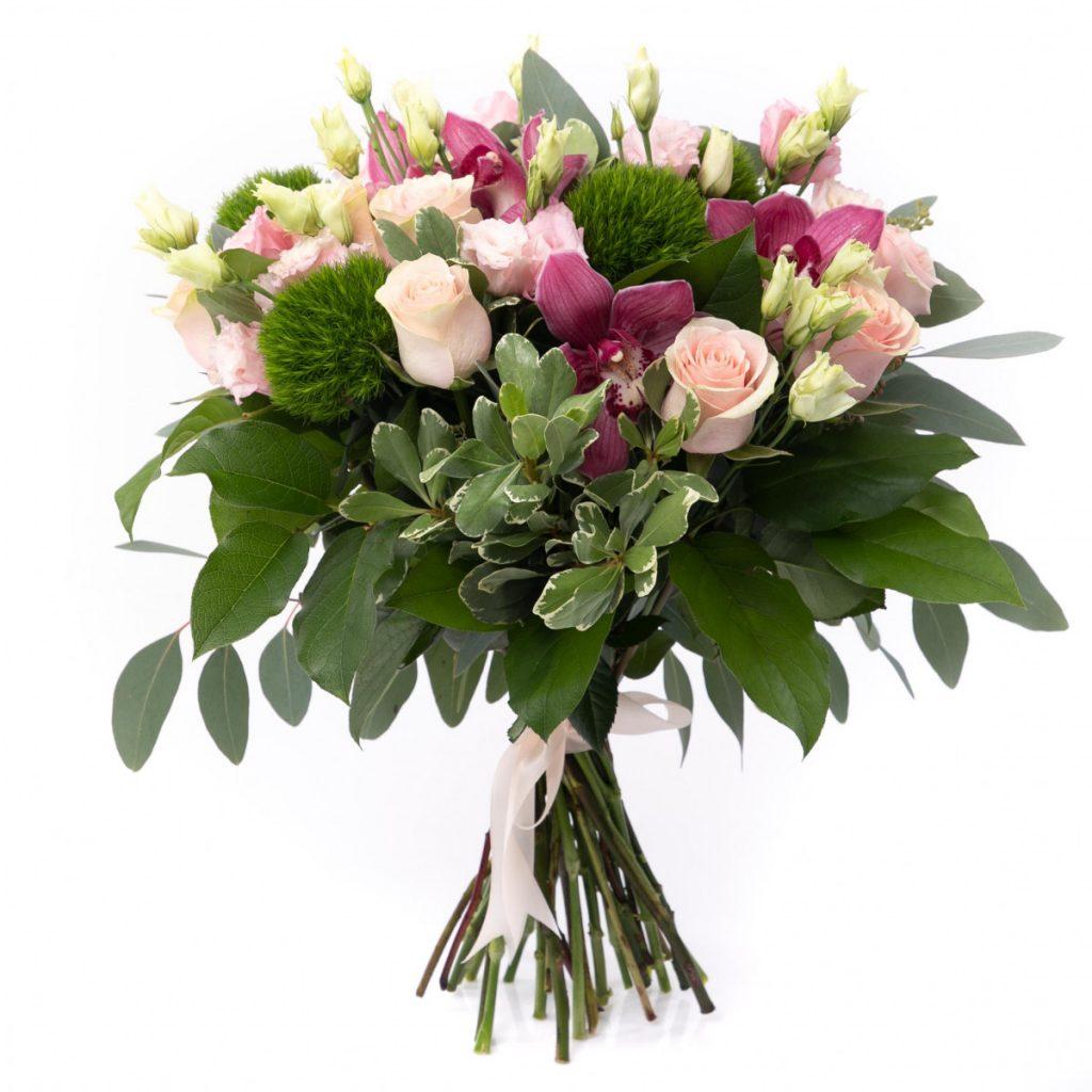 Ce ii place femeii Sagetator?  Buchet floral pentru o femeie eleganta, doar 299.99 RON!