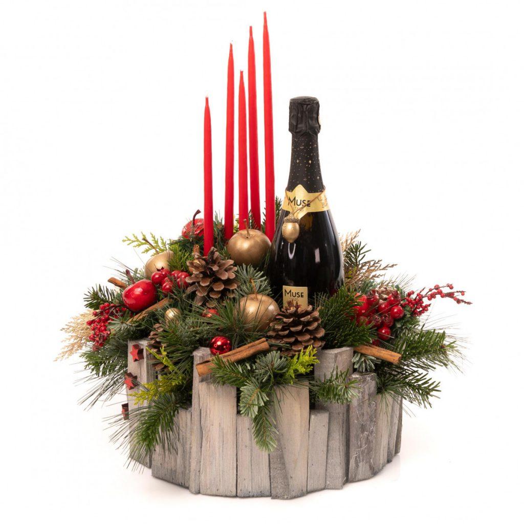 Aranjamente de Crăciun 2020, In armonie: aranjament Craciun cu sampanie cadou