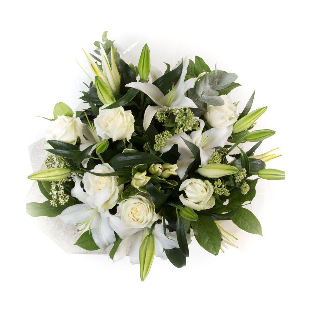 Buchet trandafiri albi și crini speciali, doar 524,99 RON!