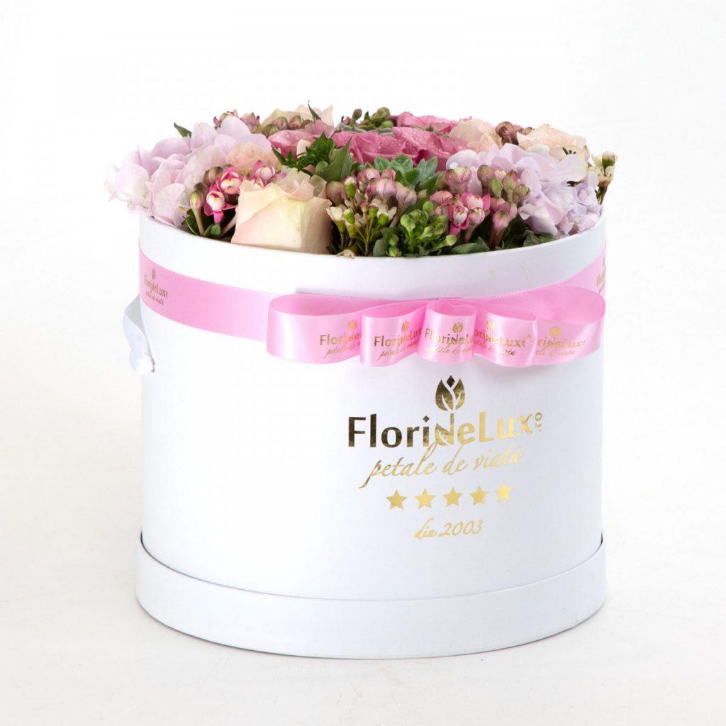 Flori pentru a transmite gânduri optimiste, Cutie flori de primavară, doar 399,99 RON!