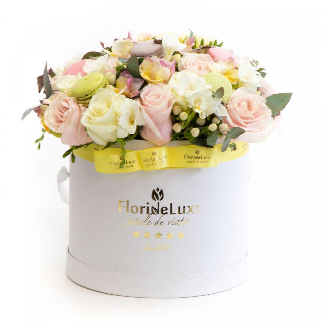 Flori pentru a transmite gânduri optimisteCutie cadou de primavară, doar 399,9, 9 RON!