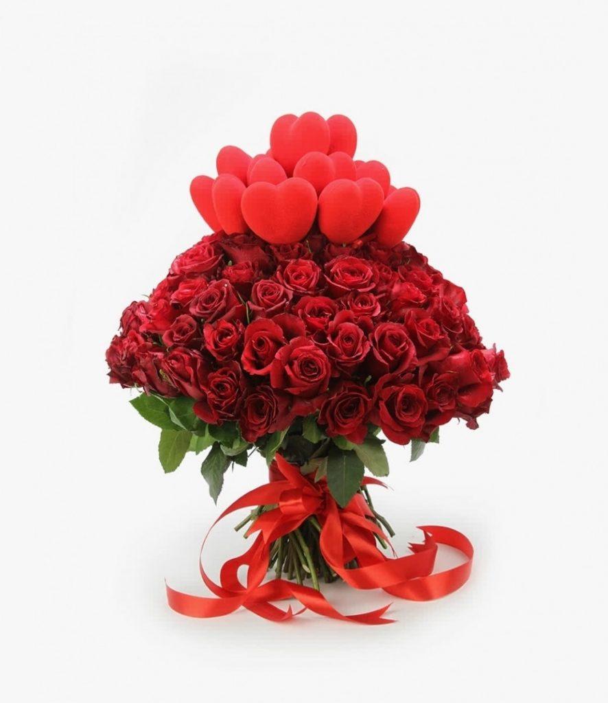 Buchet 85 trandafiri roșii și inimi, doar 1041,99 RON!