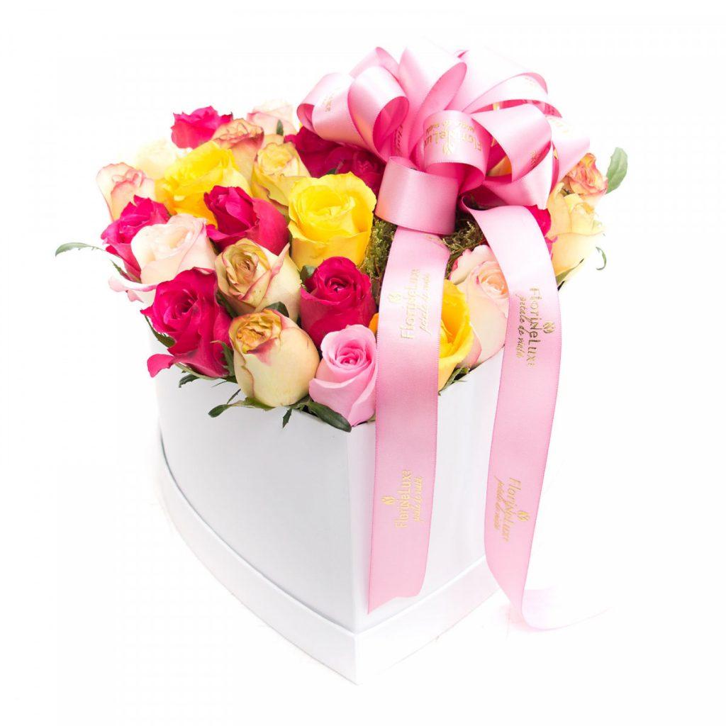 Flori pentru a transmite gânduri optimiste, Cutie inimă BOMBON, doar 259,99 RON!