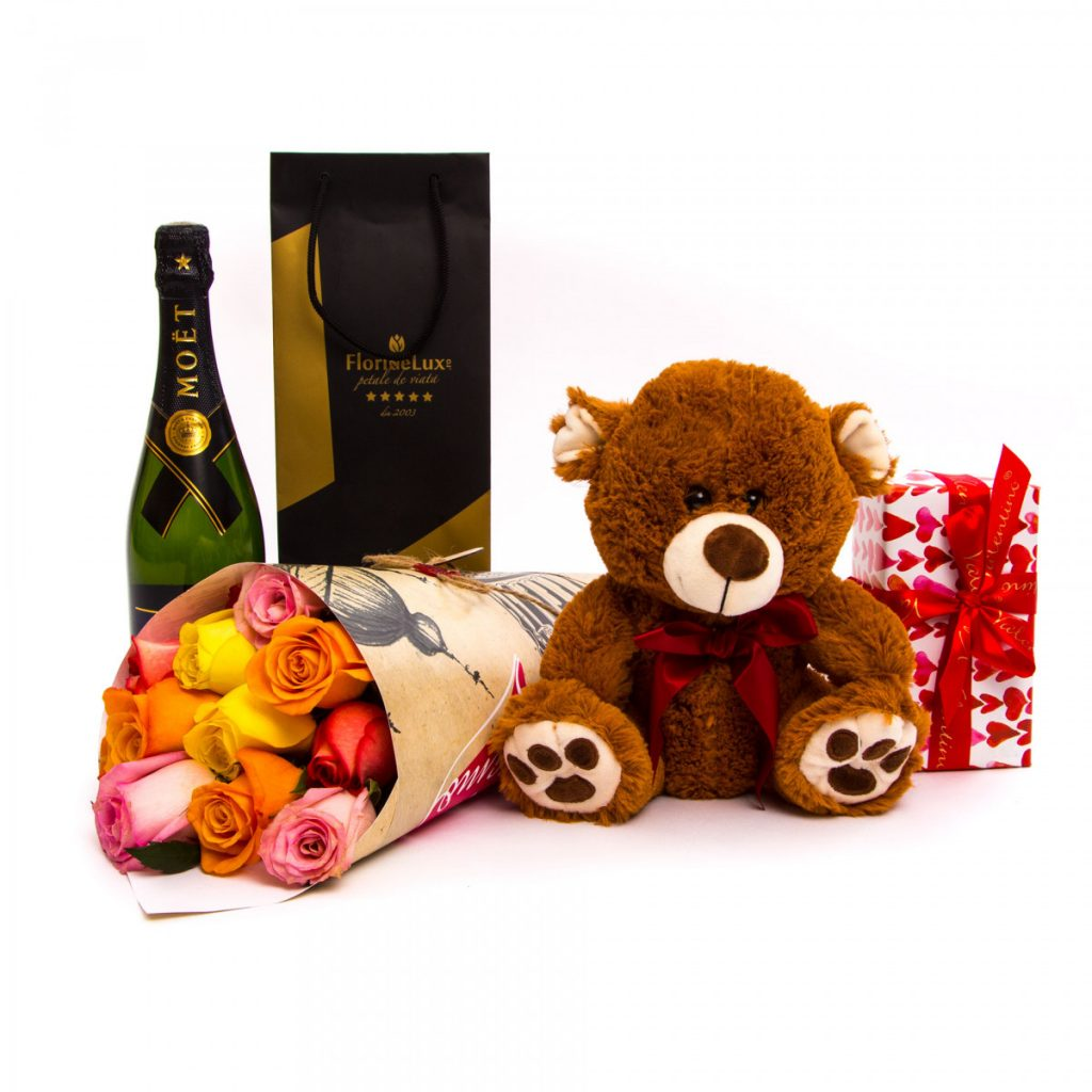 Trandafiri, sampanie, ciocolată și ursuleț, doar 730,99 RON!