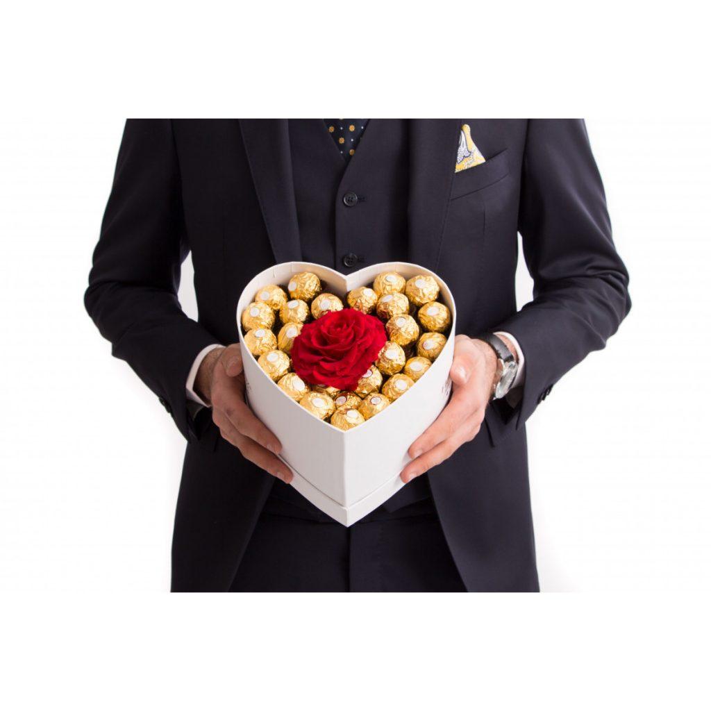 Inimă Ferrero Rocher, trandafir criogenat, doar 999,99 RON!