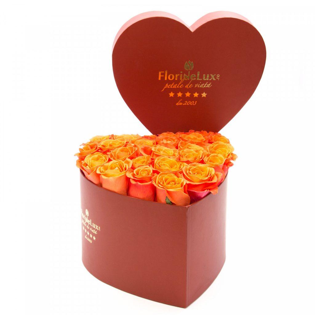 Cutie inimă cu trandafiri portocalii, doar 339.99 RON!