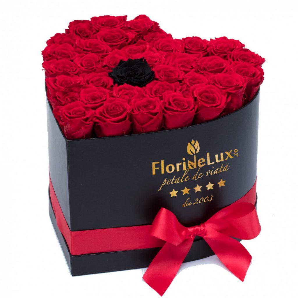 Cutie 34 trandafiri rosii si unul negru, doar 439,99 RON!