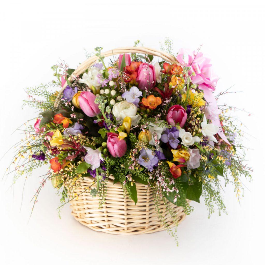 Cos mare cu flori de primavara, doar 509,99 RON