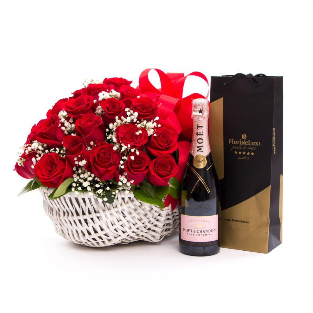 Cos trandafiri rosii si sampanie de lux, doar 759,99 RON